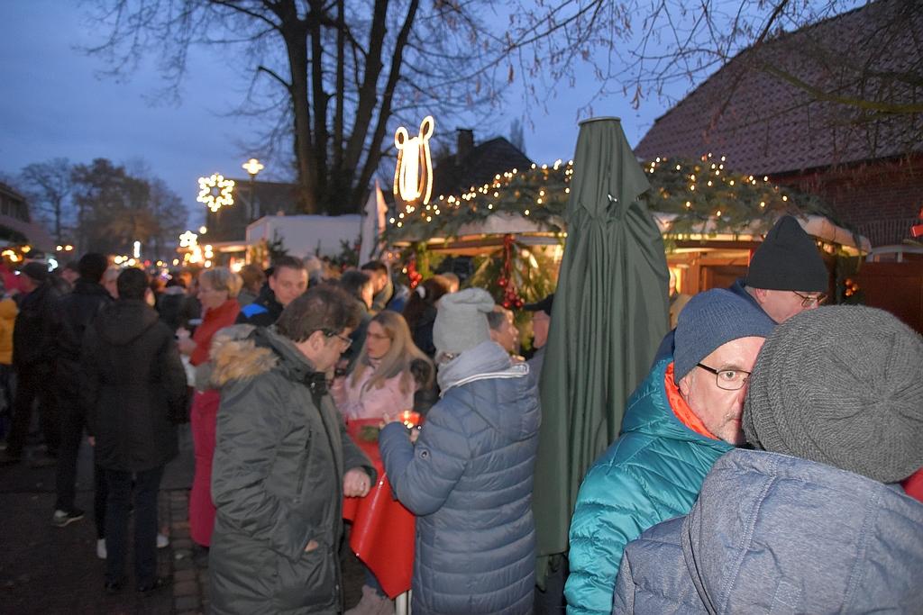weihnachtsmarkt wardenburg menschen